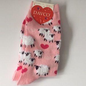 NWT Davco sheep socks ladies shoe sz 4-10.5 NEW